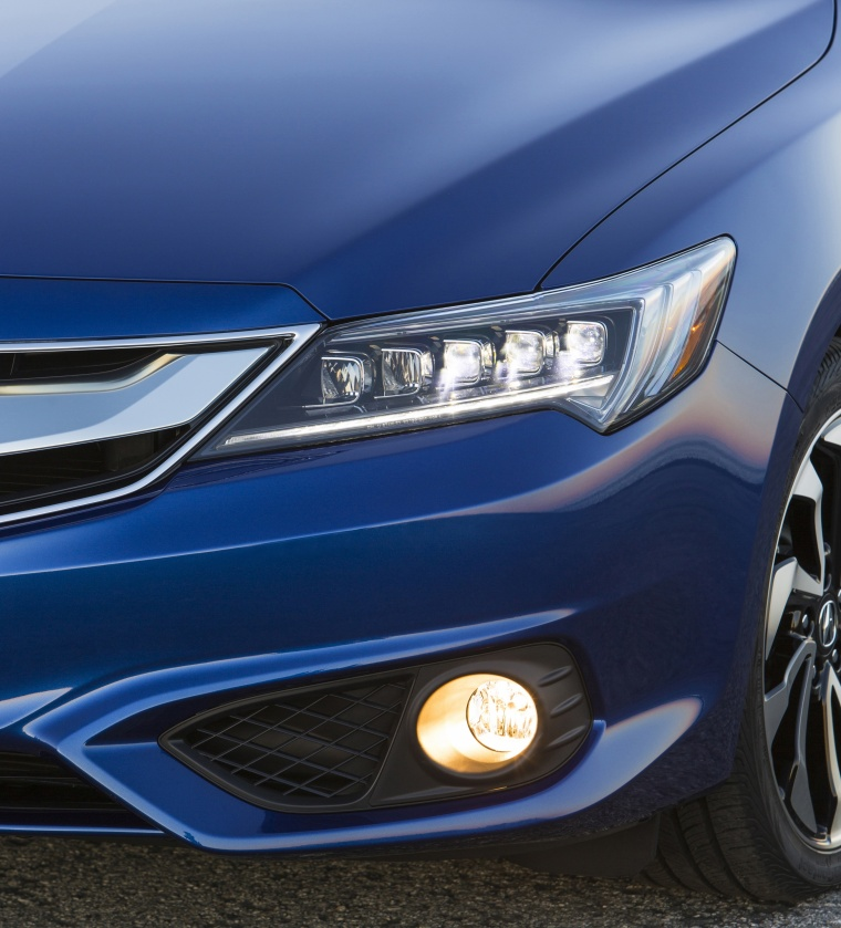 2017 Acura ILX Sedan Headlight Picture