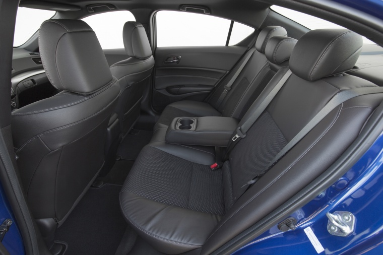 2017 Acura ILX Sedan Rear Seats with Armrest Picture