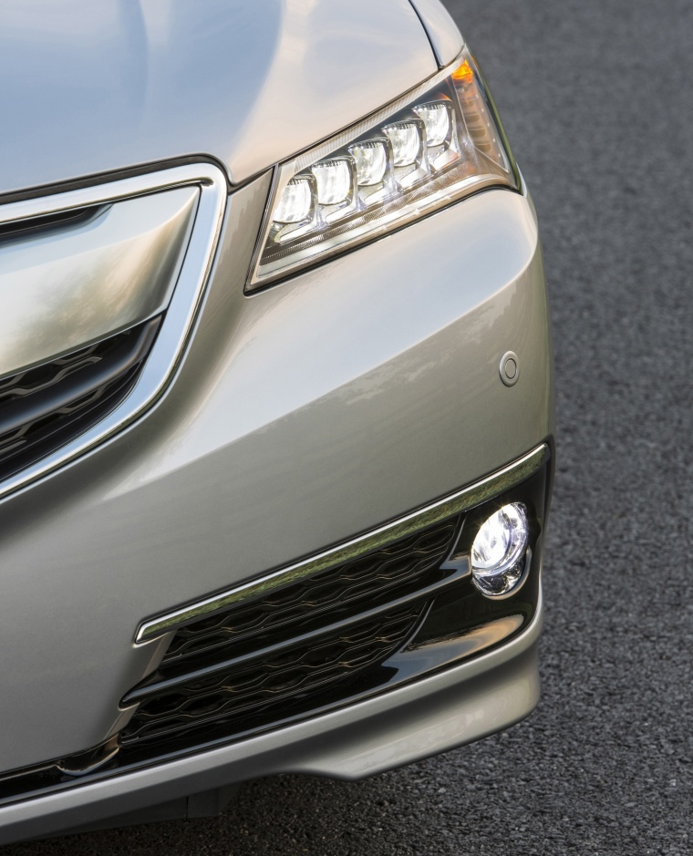2017 Acura TLX V6 SH-AWD Headlight Picture