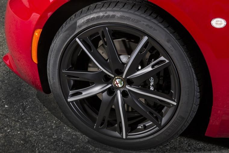 2018 Alfa Romeo 4C Coupe Rim Picture