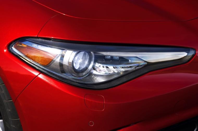 2017 Alfa Romeo Giulia Quadrifoglio Headlight Picture