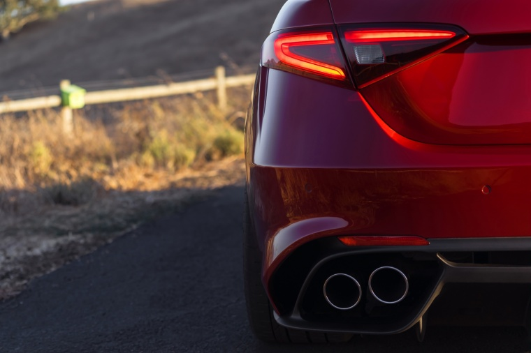 2017 Alfa Romeo Giulia Quadrifoglio Tail Light Picture