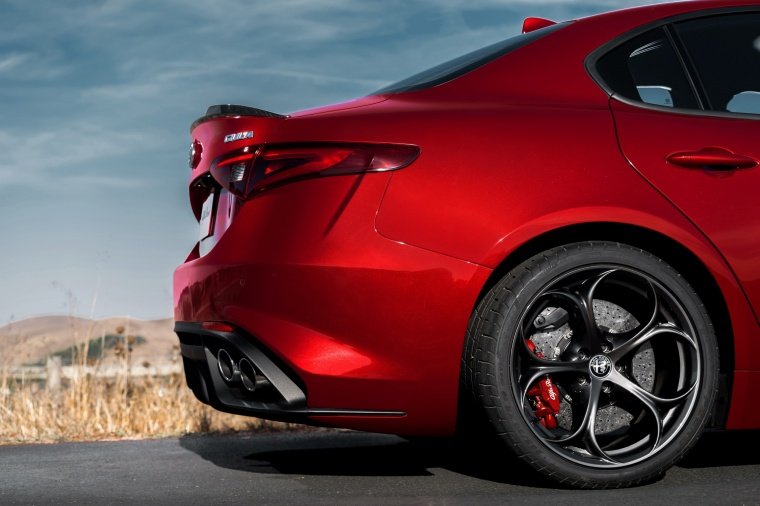 2017 Alfa Romeo Giulia Quadrifoglio Exhaust Picture