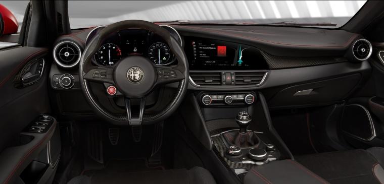 2017 Alfa Romeo Giulia Quadrifoglio Cockpit Picture