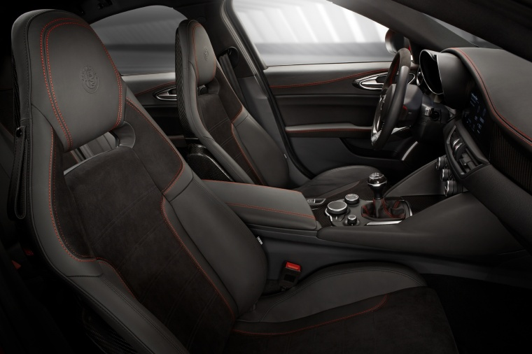 2017 Alfa Romeo Giulia Quadrifoglio Front Seats Picture