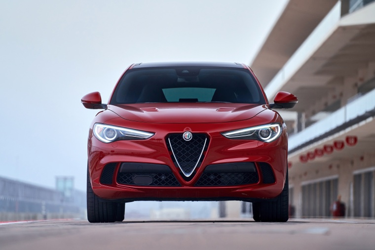 2018 Alfa Romeo Stelvio Quadrifoglio AWD Picture