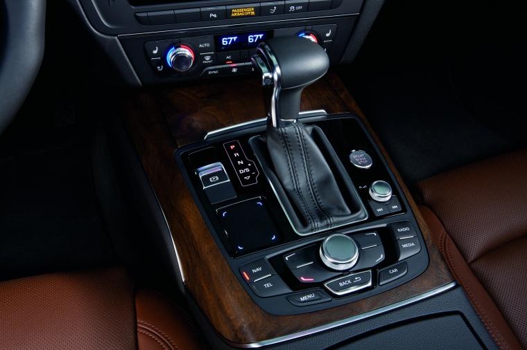 2015 Audi A7 Sportback 3.0T Premium Center Console Picture