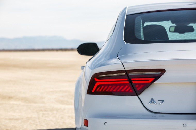 2017 Audi A7 Sportback Tail Light Picture