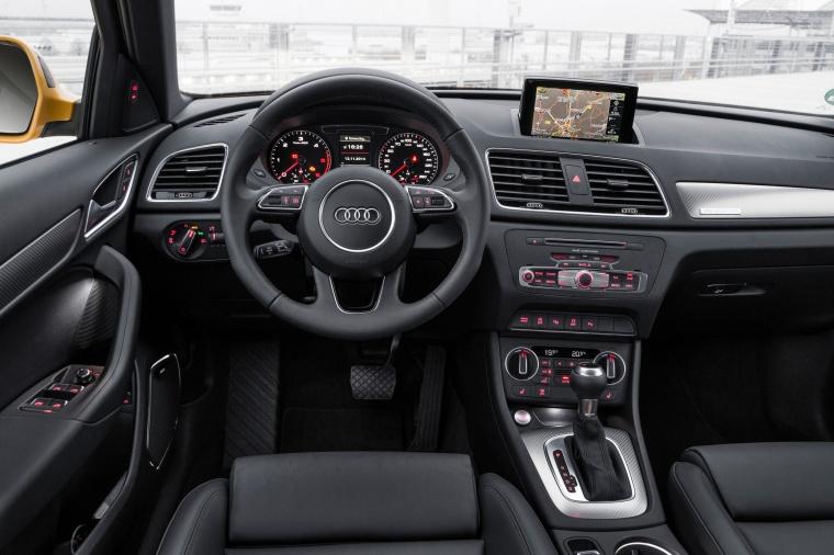 2016 Audi Q3 2.0T quattro Cockpit Picture