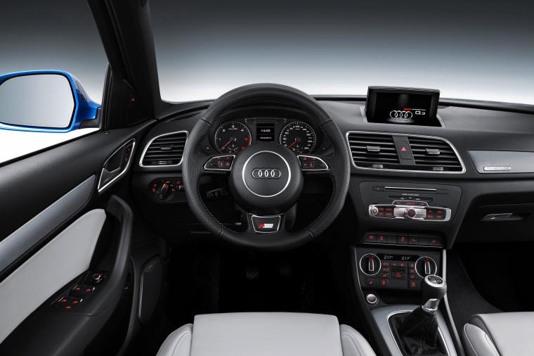 2017 Audi Q3 Cockpit Picture