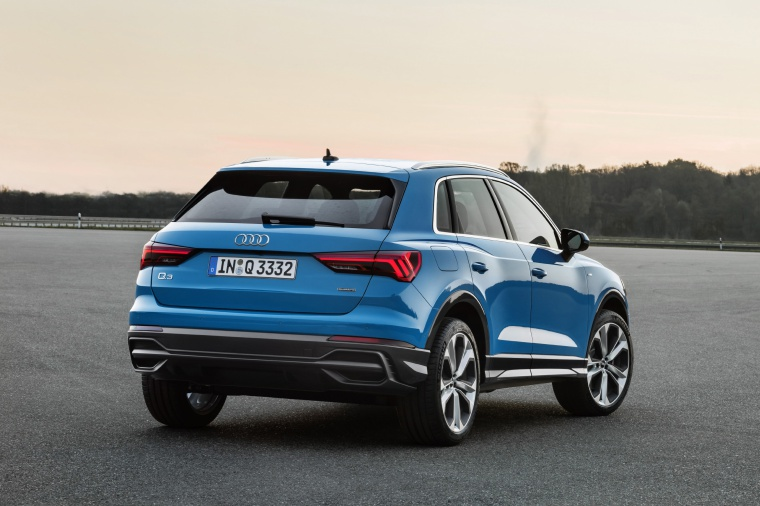 Picture of a 2020 Audi Q3 45 quattro in Turbo Blue from a rear right perspective