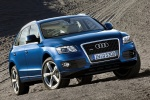 2010 Audi Q5 3.2 Quattro in Deep Sea Blue Pearl Effect - Static Front Right View