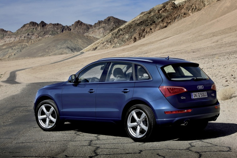 2012 Audi Q5 3 2 Quattro In Moonlight Blue Metallic Color Static