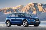 2012 Audi Q5 3.2 Quattro in Moonlight Blue Metallic - Static Front Right Three-quarter View