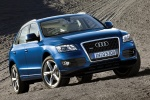 2012 Audi Q5 3.2 Quattro in Moonlight Blue Metallic - Static Front Right View
