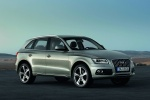2015 Audi Q5 2.0 TFSI Quattro in Cuvee Silver Metallic - Static Front Right Three-quarter View