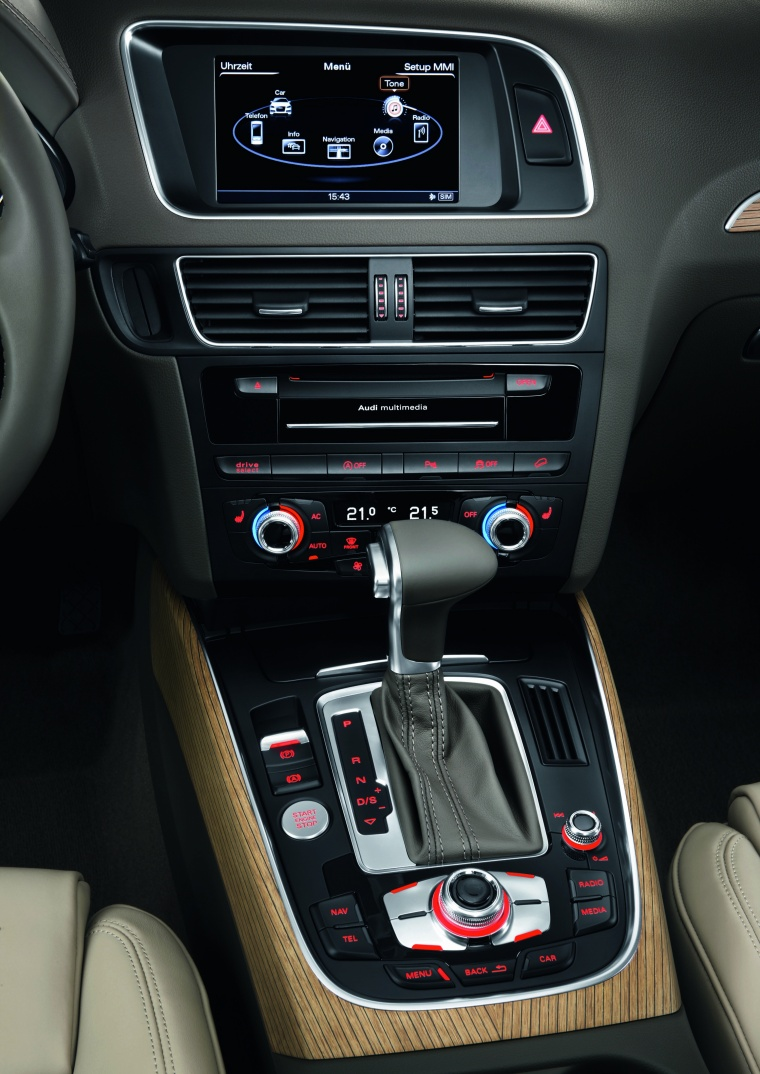 2016 Audi Q5 2.0 TFSI Quattro Center Stack Picture