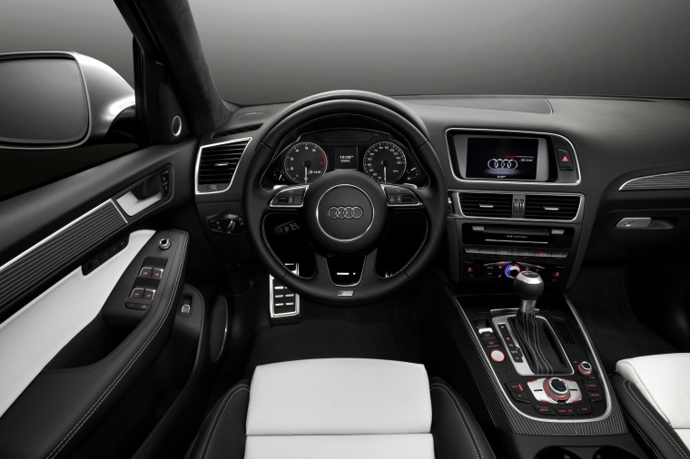 2016 Audi SQ5 Quattro Cockpit Picture