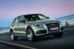 2016 Audi Q5 2.0 TFSI Quattro in Cuvee Silver Metallic - Driving Front Right View