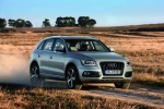2016 Audi Q5 2.0 TFSI Quattro in Cuvee Silver Metallic - Driving Front Right Three-quarter View