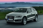 2016 Audi Q5 2.0 TFSI Quattro in Cuvee Silver Metallic - Driving Front Left Three-quarter View