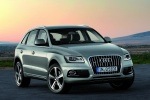 2016 Audi Q5 2.0 TFSI Quattro in Cuvee Silver Metallic - Static Front Right View