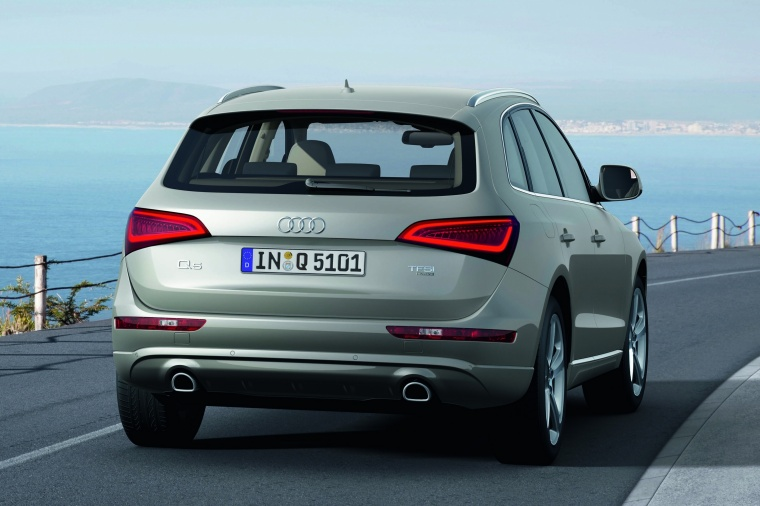 Driving 2017 Audi Q5 2.0 TFSI Quattro from a rear right view