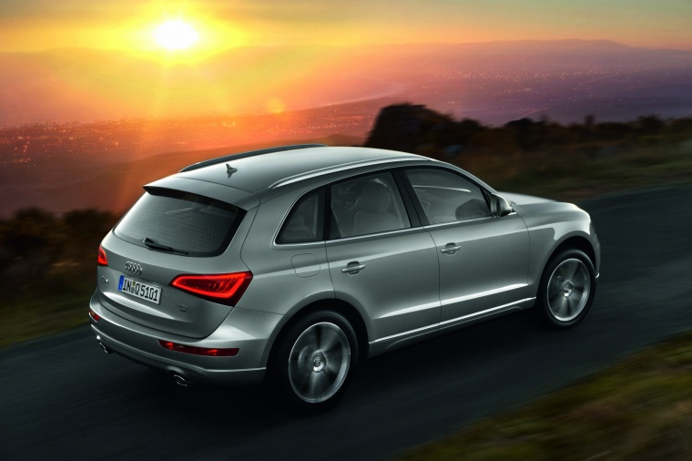 Driving 2017 Audi Q5 2.0 TFSI Quattro from a rear right three-quarter view