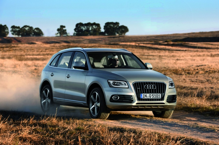 Driving 2017 Audi Q5 2.0 TFSI Quattro from a front right three-quarter view