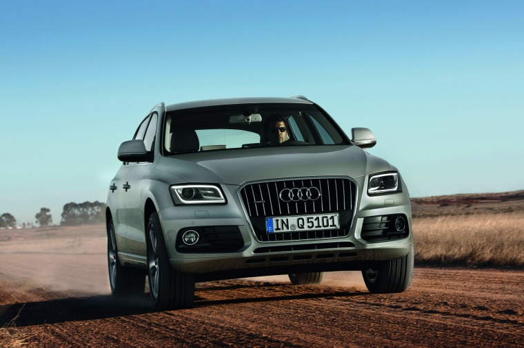 Driving 2017 Audi Q5 2.0 TFSI Quattro from a front right view