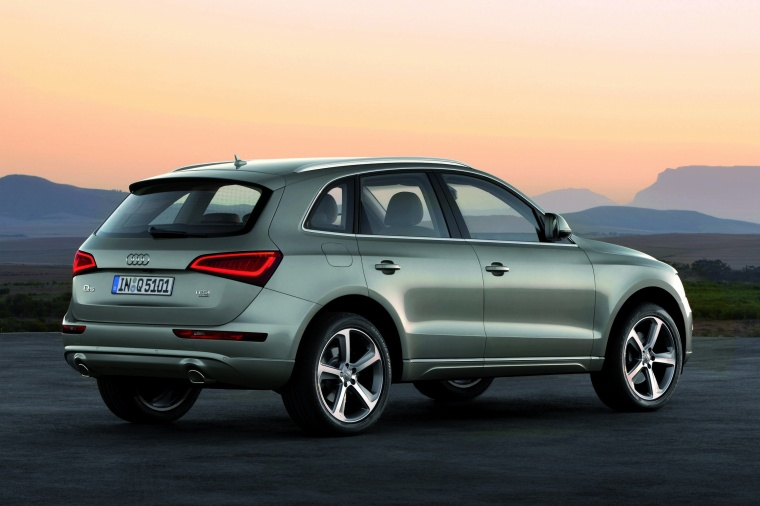 2017 Audi Q5 2.0 TFSI Quattro from a rear right three-quarter view