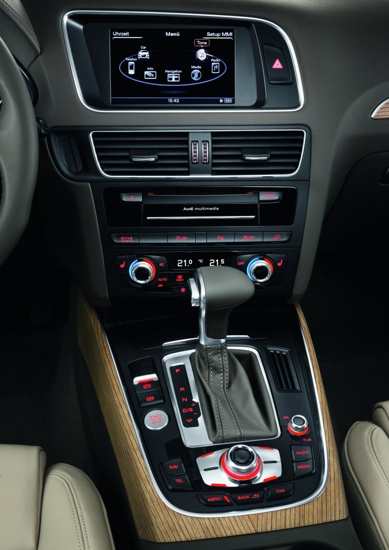 2017 Audi Q5 2.0 TFSI Quattro Center Stack Picture
