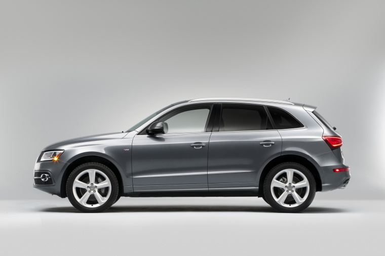 2017 Audi Q5 3.0T Quattro S-Line in Monsoon Gray Metallic from a side view