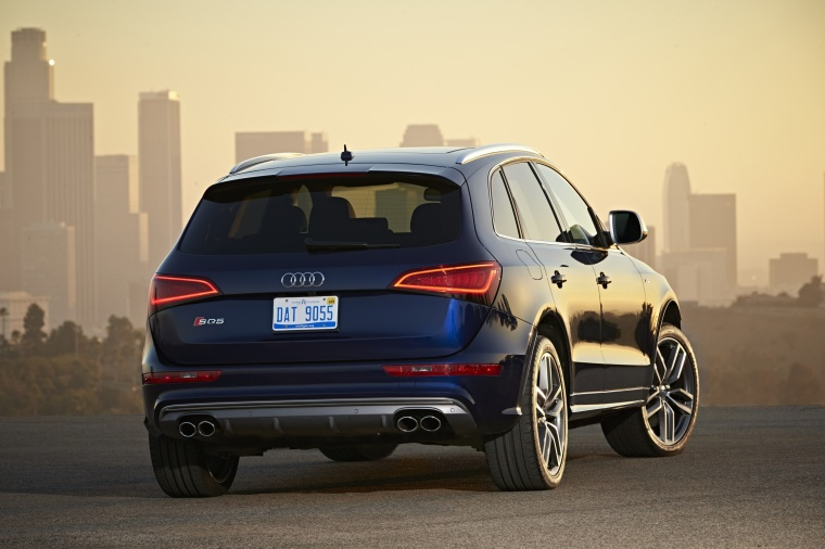 2017 Audi SQ5 Quattro in Sepang Blue Pearl Effect from a rear right view