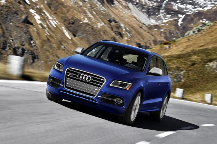 Driving 2017 Audi SQ5 Quattro in Sepang Blue Pearl Effect from a front left view