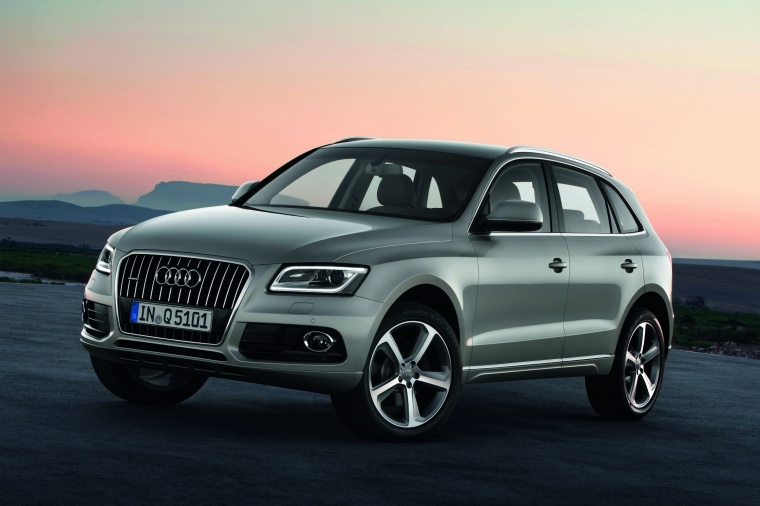 2017 Audi Q5 2.0 TFSI Quattro from a front left three-quarter view