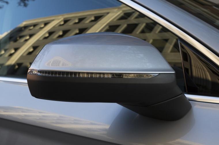 2018 Audi Q5 quattro Door Panel Picture