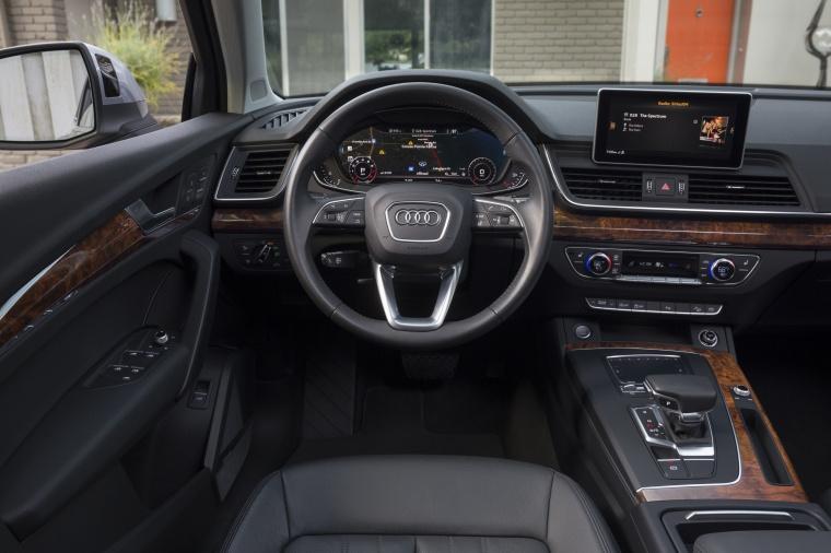 2018 Audi Q5 quattro Cockpit Picture