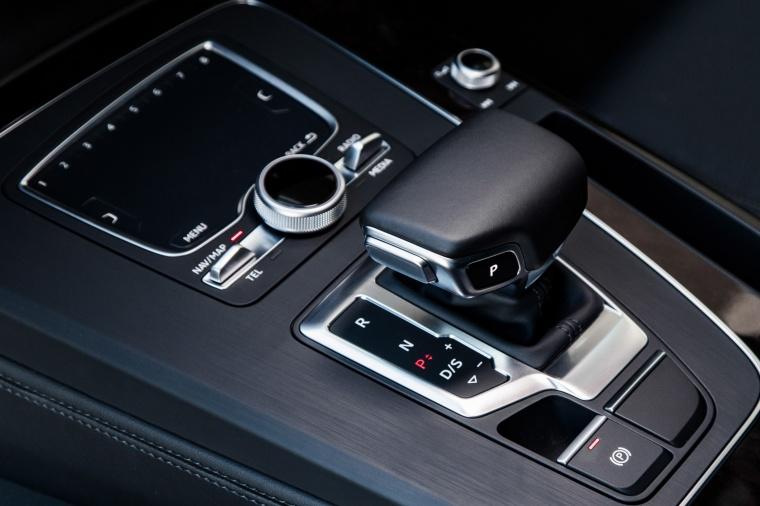 2018 Audi Q5 quattro Gear Lever Picture