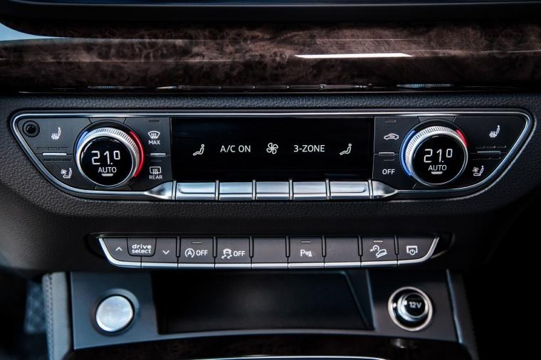 2018 Audi Q5 quattro Center Stack Picture