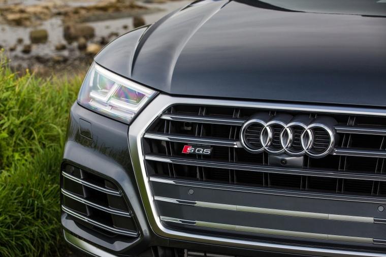 2018 Audi SQ5 quattro Headlight Picture