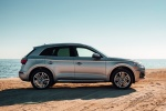 Picture of a 2018 Audi Q5 quattro in Florett Silver Metallic from a right side perspective