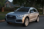 Picture of a driving 2018 Audi Q5 quattro in Florett Silver Metallic from a front left perspective