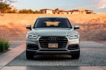 Picture of a 2018 Audi Q5 quattro in Florett Silver Metallic from a front perspective