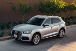 Picture of a 2018 Audi Q5 quattro in Florett Silver Metallic from a front left three-quarter perspective