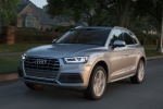 Picture of a driving 2019 Audi Q5 quattro in Florett Silver Metallic from a front left perspective