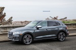 Picture of a 2019 Audi SQ5 quattro in Daytona Gray Pearl Effect from a front left three-quarter perspective