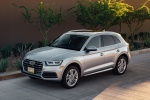 Picture of a 2019 Audi Q5 quattro in Florett Silver Metallic from a front left three-quarter perspective