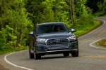 Picture of a driving 2019 Audi SQ5 quattro in Daytona Gray Pearl Effect from a frontal perspective