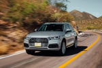 Picture of a driving 2019 Audi Q5 quattro in Florett Silver Metallic from a front left three-quarter perspective